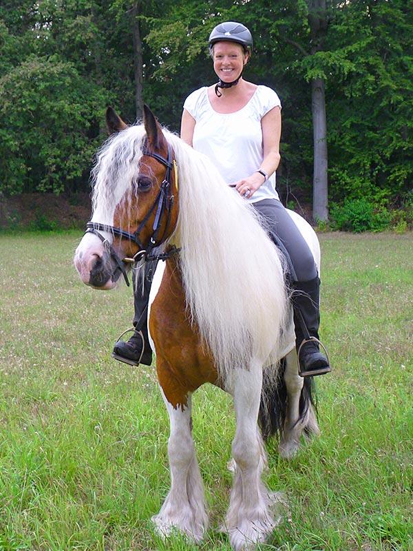 Auch als Späteinsteiger kann man mit Spaß und unbefangen reiten lernen.